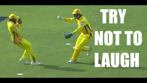 two-australian-cricketers-about-to-collide-while-running-to-take-the-catch