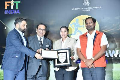 Captain of Indian Women's Hockey team Rani Rampal receiving FICCI India sportsperson of year award 2019