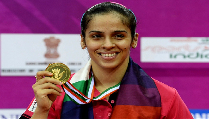 saina-nehwal-showing-khel-ratna-medal-with-right-hand