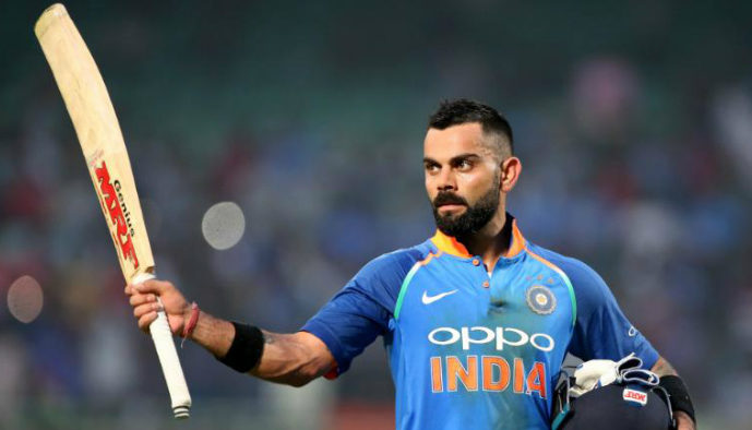 virat-kohli-raising-his-bat-to-crowd-to-acknowledge-his-batting-milestone