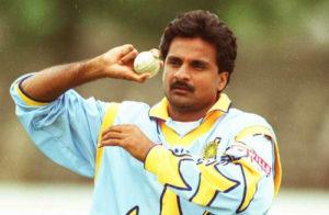 close-up-of-javagal-srinath-bowling-in-ODI