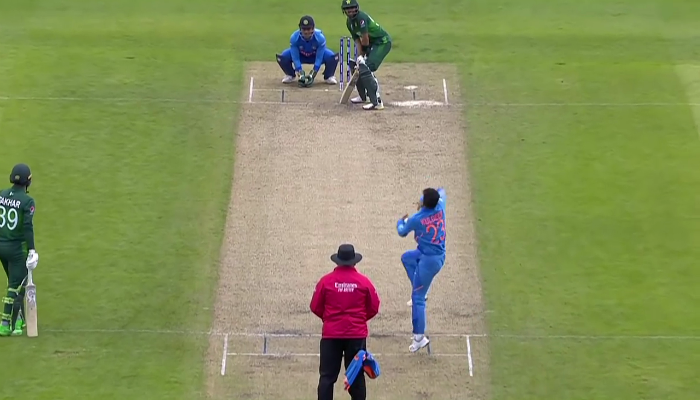 kuldeep-yadav-bowling-to-babar-azam-in-ODI-world-cup