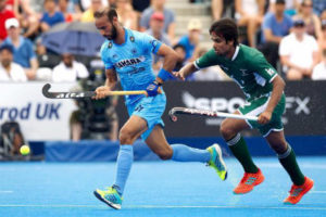 ramandeep-singh-being-tackled-by-pakistani-player-for-ball-possession