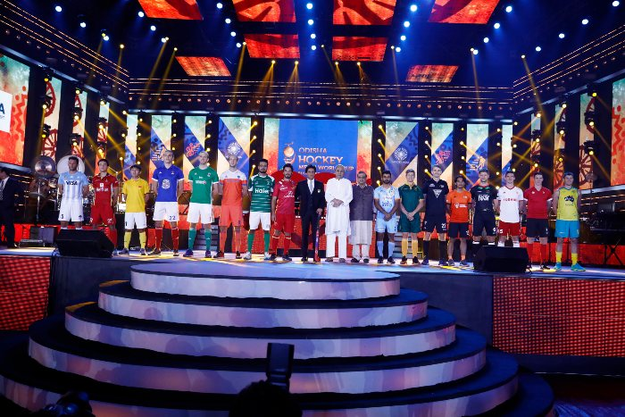 Captains-with-dignitaries-on-stage-at-odisha-hockey-world-cup