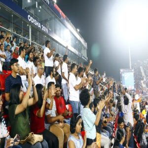 crowds-in-stadium--cheer-for-india-hockey-team