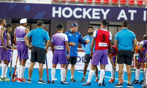 indian-mens-hockey-coach-graham-reid-in-discussion-with-players-during-practice