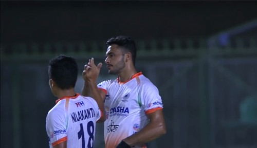 harmanpreet-singh-celebrating-goal-with-teamamate