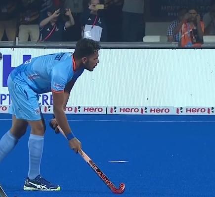 indian-hockey-player-harmanpreet-singh-readies-to-take-penalty-corner