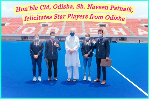 Odisha-CM-in-group-photo-with-star-players-from-odisha